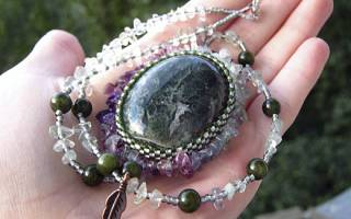 Уникальные свойства камня ведьм и как его использовать в украшениях