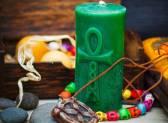 Зеленая свеча как символ богатства и процветания: как провести заговор