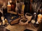 Как делать приворот с использованием вещи и какие предметы подойдут для обряда