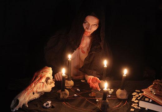 ведьма и магические предметы