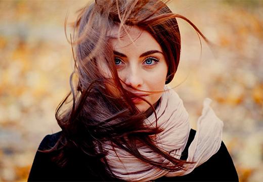 ветер треплет волосы
