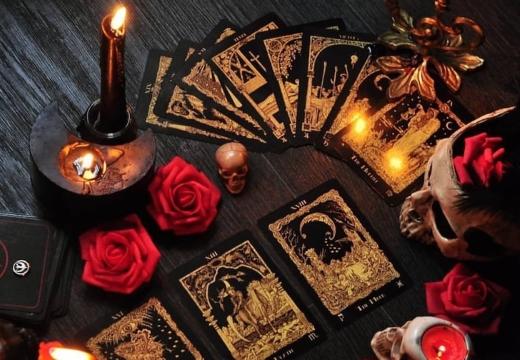 гадание на свечах и на картах таро