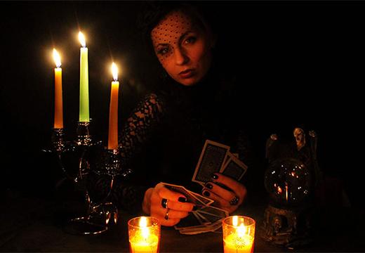 женщина с картами