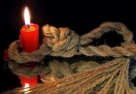 петля и свеча