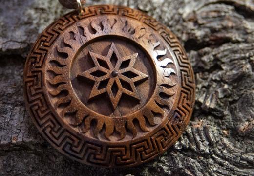 деревянный амулет