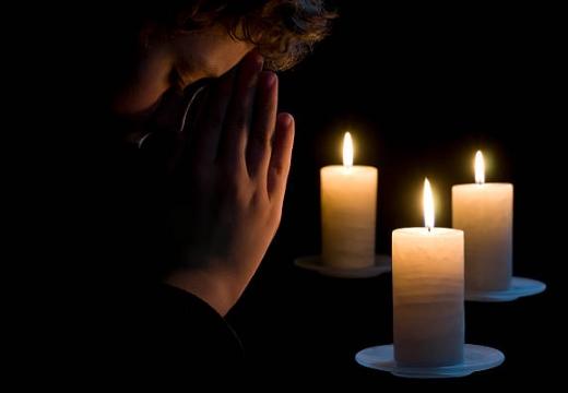 молиться при трех свечах