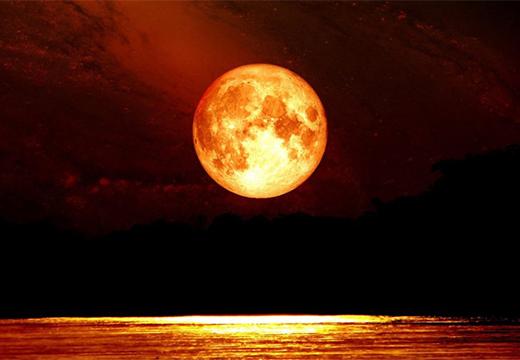 полная луна над морем