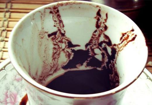 силуэты из кофейной гущи