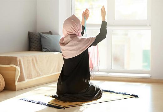 мусульманка молится