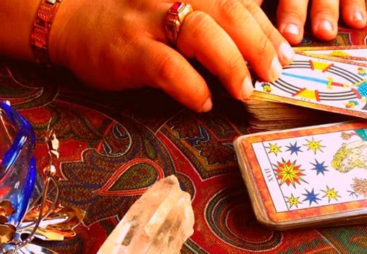 рука с картами