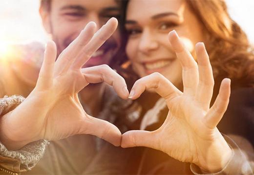 пальцы сложены в сердце