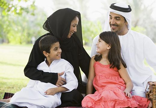 счастливая арабская семья