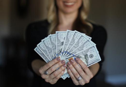 Девушка с деньгами