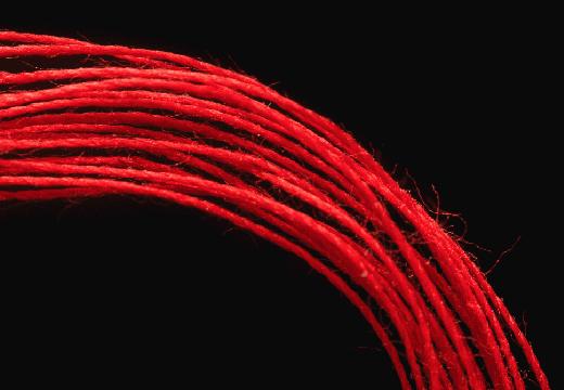 красные нити