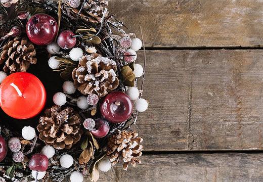 рождественский венок и свеча