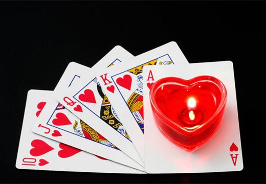 карты и свеча