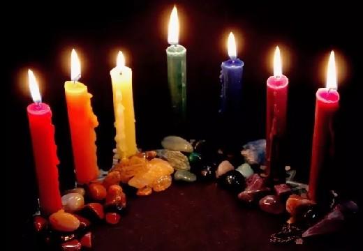 свечи разного цвета