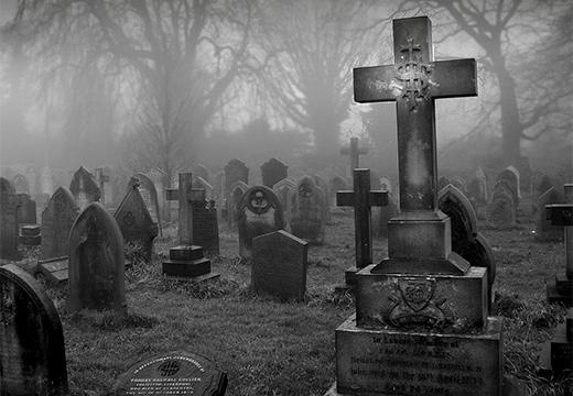 ночное кладбище