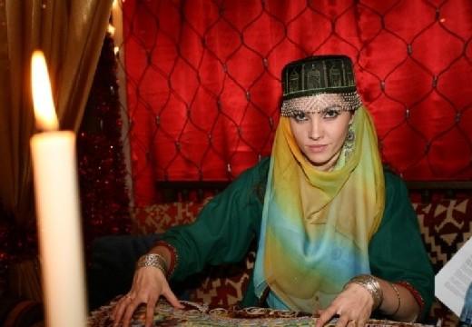 мусульманка и свеча
