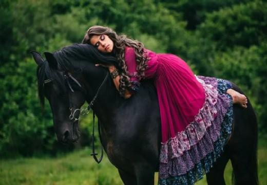 цыганка на лошади