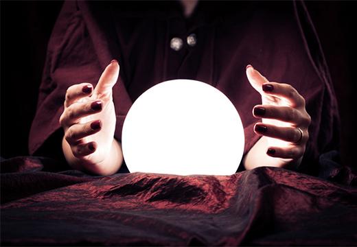 руки и магический шар