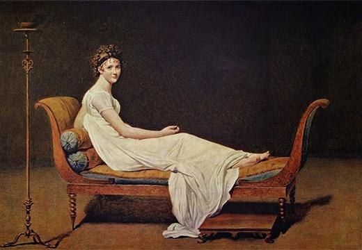 женщина на софе