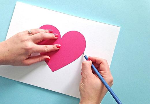 сердечко на листе бумаги