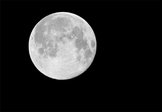 луна на черном небе