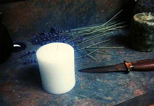 свеча и нож