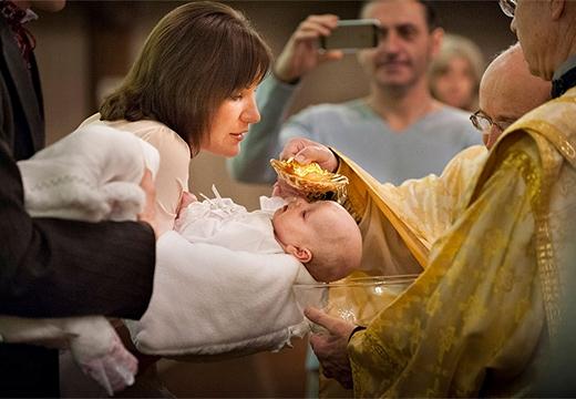 ребенок на крещении