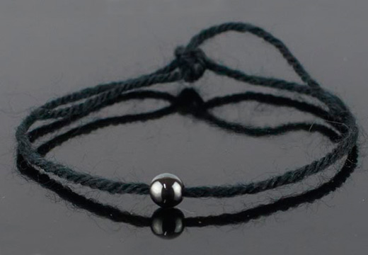 браслет из черной нити