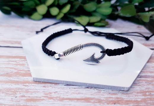 черный браслет с украшением