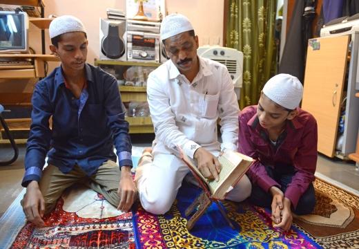 семья мусульман у корана
