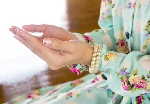 женские руки дуа