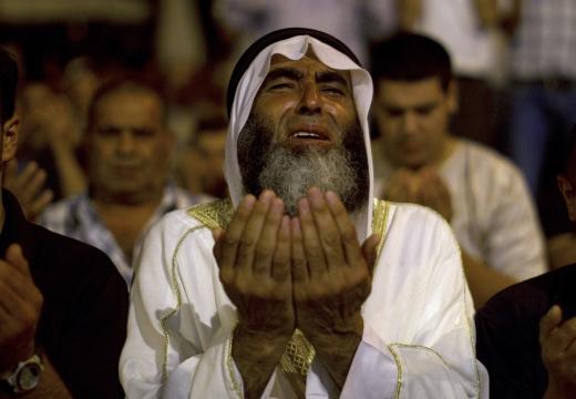 араб молится