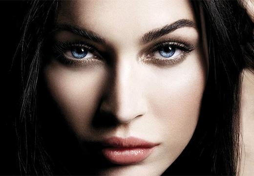 девушка со светлыми глазами