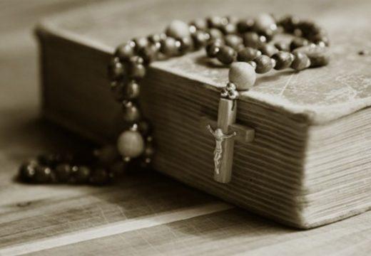 молитвенник с крестом