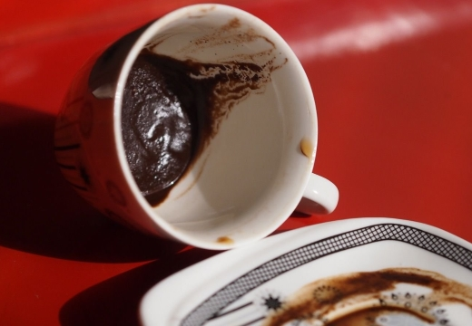 кружка с кофейной гущей