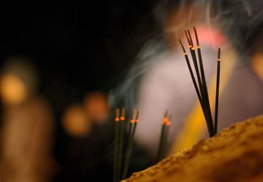 аромопалочки горят