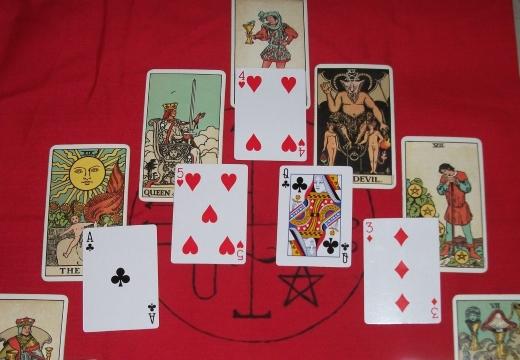 карты игральные и таро