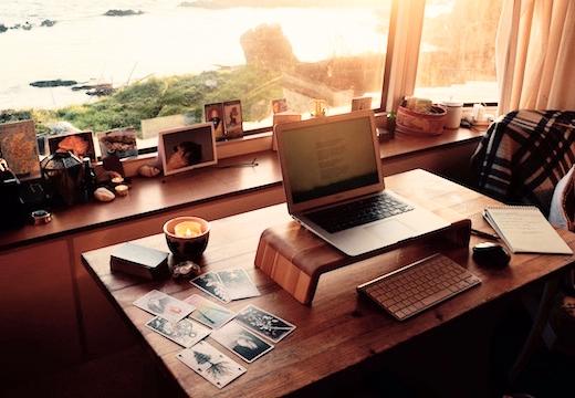 ноутбук и карты таро