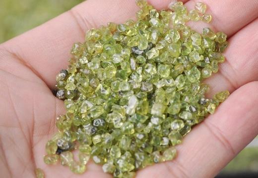кристаллы оливина