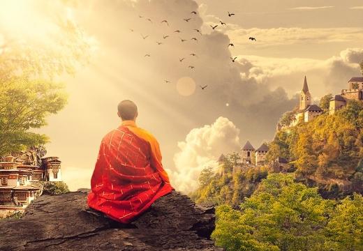 монах буддийский на горе