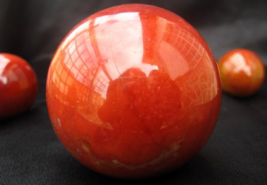 сферы из красной яшмы