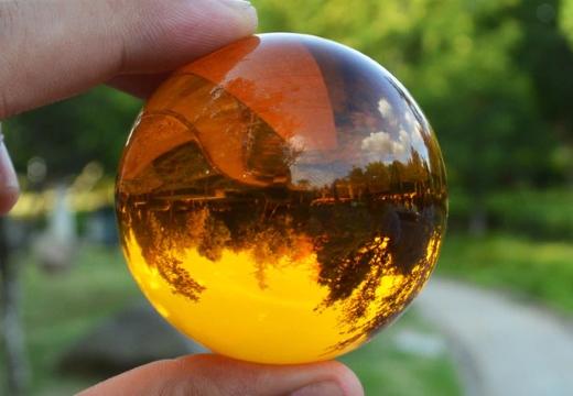 сфера из янтаря