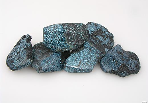 темные камни бирюзы