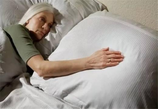 Вдова в постели