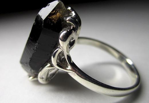 Кольцо с магическим камнем