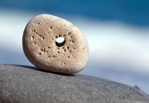 камень с дыркой