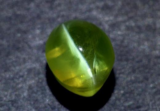 камень кошачий глаз зеленый